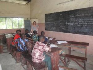 Séance de soutien scolaire au CEG de Kokoro au Bénin